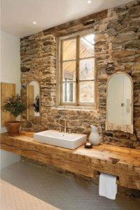 Marmo e pietra stile rustico del bagno come insegnato al corso di Interior Design di NAD